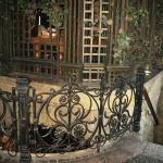 Интерьер (лестница в нижний зал)