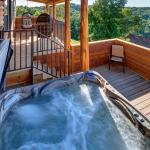 Brand New Hot tub Treetop Suite