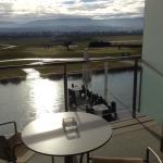 buenas vistas al campo de golf y los montes del fondo