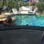 Der kleine 'Infinity'Pool vor den Bungalows