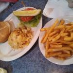 Crab cake sandwich w/fries