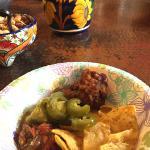 お昼のナチョ&サルサ(無料コンプリメンタリー)