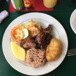 super Essen (: kleines gemütliches Straßenrestaurant mit angemessenen Preisen. Zum Mitholen ist