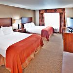Holiday Inn Express & Suites Dubuque, IA Guest Room