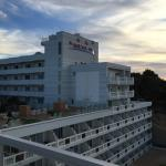 Das Hotel von seiner wunderschönen Sonnenterrasse