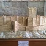 Maqueta del Castillo de Peñafiel en la entrada al Museo Provincial del Vino