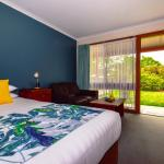 King Spa Rooms open onto lush lawn areas