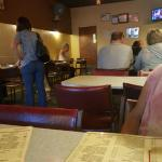 A nice simple restaurant with delicious food. The formica tables brings a nostalgic feeling. I l