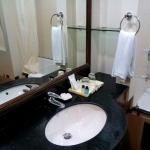 good bathroom with bathtub