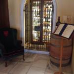 Schöner gestalteter Weinschrank