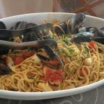 Spaghetti con cozze, polipo, seppie e pomodorini, fantastica!!