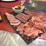 Fleisch-Spezialitäten aus dem Tal. Speziell ist die Salami ...