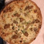 Pizza pancetta funghi mozzarella e provola