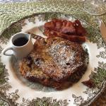 French Toast w/bacon and maple syrup