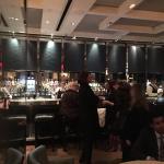 Esta es la barra del bar del London , excelentes tragos , y la cocina de Gordon Ramsay