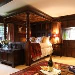 The Elizabethan Suite