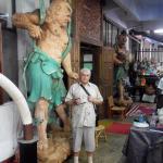 """А это """"страшная охрана"""" храма. В этом зале собрана коллекция очень необычных и старинных предмет"""