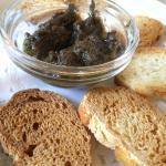 Mientras esperas los platos, unas tostaditas con olivada!!
