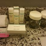 Neutrogena toiletries & La Fresh make-up removing wipes