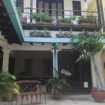 Es un excelente lugar para alojar, las habitaciones son muy cómodas, muy buen desayuno y el trat