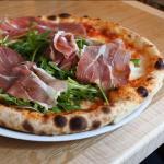 Ham and rucola pizza