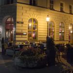 Leopold Essen & Trinken von Außen am Abend