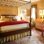 Luxury Guest Suite with Antiques Surround
