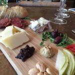 ภาพถ่ายของ Cellar Wine and Cheese Bar