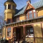 Restaurangen ligger i ett vackert hus vid Runns strand