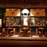 Foto van The Ship on the Shore