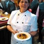 Nuestra cocinera con la 4 mejor fabada del mundo