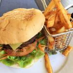 gourmet beef burger with fab chips and a great pattie