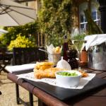 Gourmet meals al fresco in peaceful Oxfordshire
