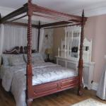 Kingsize four poster bedroom weith private entrance
