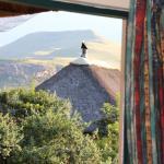 Blick auf Nachbarhaus und Berge