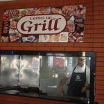 vários tipos de carnes feitas no grill