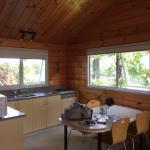 comedor y cocina de la cabaña