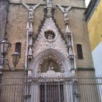 Un piccolo gioiello dell'architettura gotica a Napoli. bellissima nonostante l'incuria