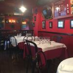 """Une autre partie de la salle du restaurant """"Le Bistrot du Port""""."""