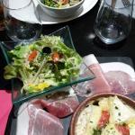Tartiflette Seine et Marnaise et Brie de Meaux avec accompagnements.