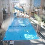 vue sur la piscine intérieure