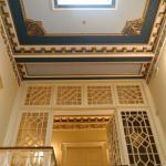 Η σκάλα προς τον 1ο όροφο που είναι τα δωμάτια