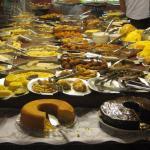 Qualidade e variedade da culinária nordestina. É um tradicional café da manhã local. Comida muto