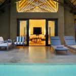 Luxury Suite lap-pool