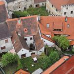 Výhled ze slavonické věže na místo našeho ubytování