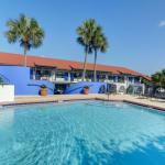 Beachside Inn features a split level pool