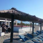 Un sitio espectacular junto a la orilla del mar, donde disfrutar del mejor ambiente.