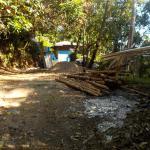 Weg vom Strand zur Anlage bei Flut