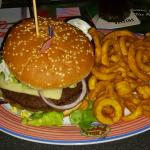 Miss Pepper - Cheeseburger mit Curly Fries