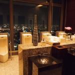 男性トイレからの夜景